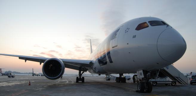 Samolot Boeing 787 Dreamliner w barwach LOT. Problemy Dreamlinerów przyniosły duze straty i był jedną z przyczyn wystąpienia o pomoc przewoźnika. Fot. PLL LOT