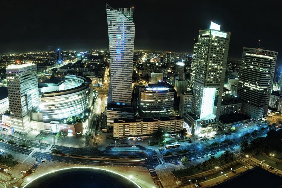 Warszawa, widok na ulicę Emilii Plater z Pałacu Kultury i Nauki (fot. Radek Kołakowski, CC BY 2.0)