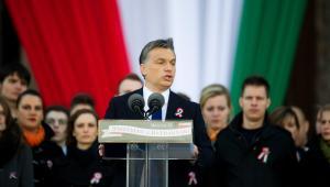 Viktor Orban podczas przemówienia pod węgierskim parlamentem w Budapeszcie