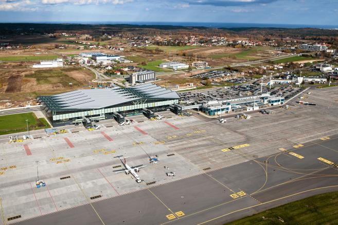 Gdansk . Widok z lotu ptaka - Port Lotniczy im. Lecha Wałęsy. (3)