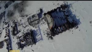 Kadr z filmu nakręconego podczas przelotu drona nad lotniskiem w Doniecku. Do autorstwa przyznaje się  grupa ochotników dywizja samolotów bezzałogowych Armia SOS