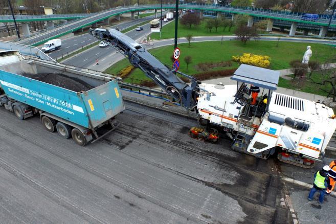 Rozpoczął się remont Mostu Łazienkowskiego w Warszawie, 13 bm. Odbudowana przeprawa ma być przejezdna pod koniec października br. Prace pochłoną 104 mln zł. (mr) PAP/Leszek Wdowiński