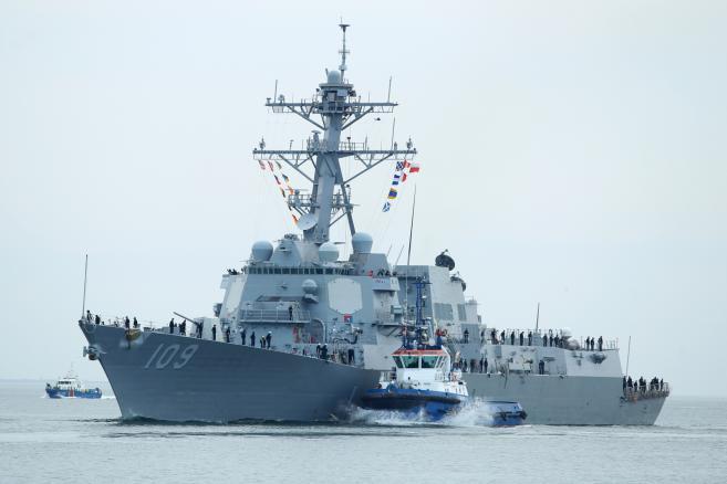 Amerykański niszczyciel rakietowy typu Arleigh Burke USS Jason Dunham zawinął 6 bm., z wizytą do portu w Gdyni. (mgo) PAP/Piotr Wittman