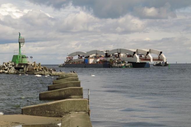 Fot. 1 Transport do Gdańska ze stoczni w Gdyni