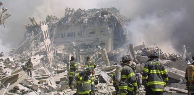 11 września 2001 roku - ruiny World Trade Center po zamachu terrorystycznym