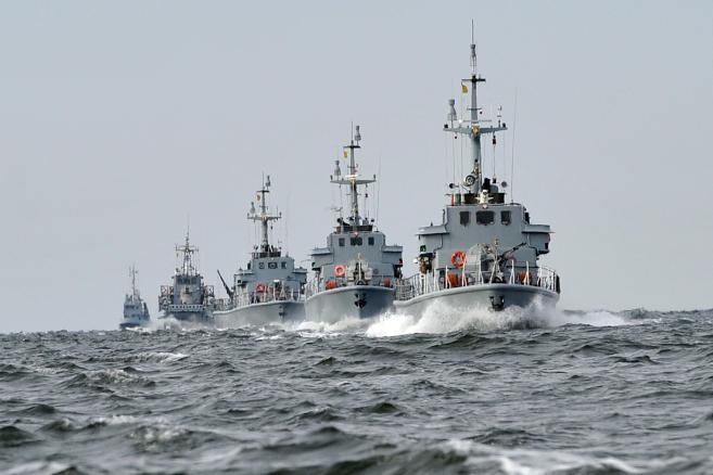 Okręty 8. Flotylli Obrony Wybrzeża podczas manewrów Wargacz-15 w Świnoujściu (ukit) PAP/Marcin Bielecki