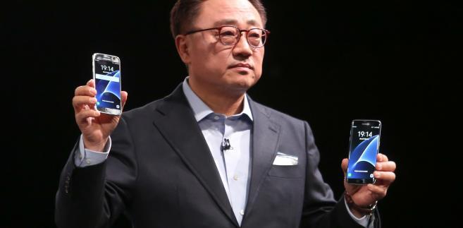 Koh Dong Jin, szef telekomunikacji mobilnej w Samsung Electronics podczas prezentacji modeli samrtfonów Galaxy S7 i Galaxy S7 Edge w czasie Mobile World Congress w Barcelonie. 21.02.2016