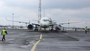 Bombardier CS100 lądował wczoraj po raz pierwszy w Warszawie fot. PLL LOT