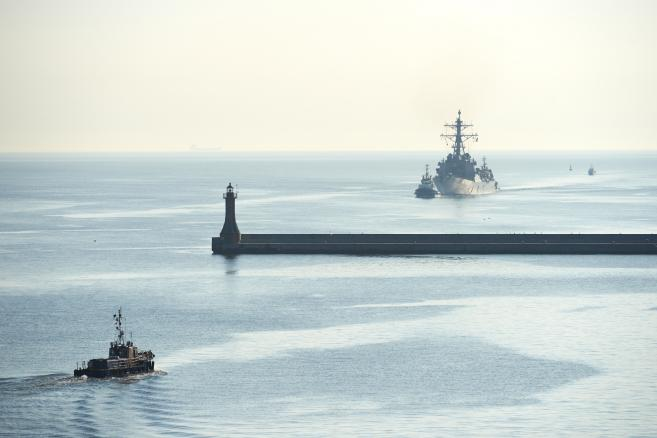 Amerykański niszczyciel USS Donald Cook wpływa do portu w Gdyni   fot. (aw/kru) PAP/Adam Warżawa