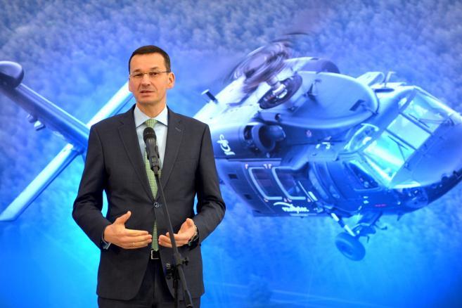 Wicepremier, minister rozwoju i finansów Mateusz Morawiecki podczas konferencji prasowej w Polskich Zakładach Lotniczych w Mielcu, 10 bm. (dd/cat) PAP/Darek Delmanowicz