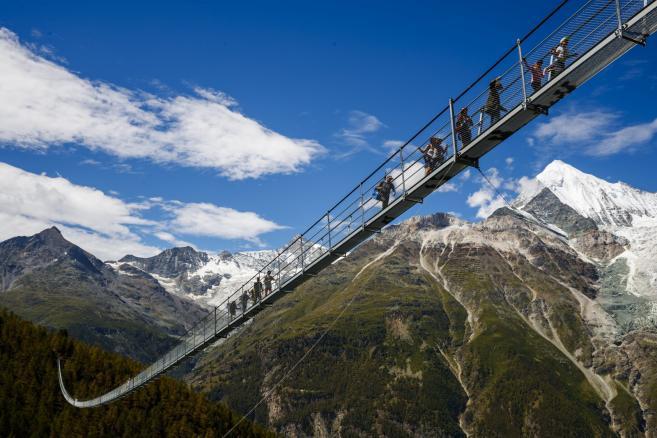 Najdłuższy na świecie most wiszący dla pieszych w Zermatt