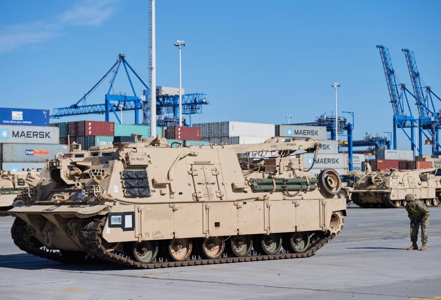 Rozładunek amerykańskiego wojska w gdańskim porcie – fot. (aw/nlat) PAP/Adam Warżawa
