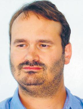 """Dr Seth Frantzman jest urodzonym w USA izraelskim politologiem i publicystą. W Centrum Interdyscyplinarnym w podtelawiwskiej Herclii zajmuje się m.in. izraelską polityką oraz bezpieczeństwem w regionie. Równolegle kieruje działem opinii w szanowanym anglojęzycznym """"The Jerusalem Post"""". Dziennik stara się zachować pozycje centrowe, niezależne politycznie. Frantzman publikował też m.in. na łamach takich pism, jak, """"Jüdische Allgemeine"""", """"The Moscow Times"""", """"The National Interest"""" """"The Spectator"""", oraz na stronie internetowej telewizji Al-Dżazira fot. mat. prasowe"""