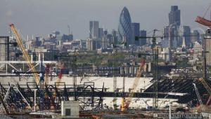 Widok na plac budowy stadionów na letnie Igrzyska Olimpijskie w 2012 roku w Londynie.