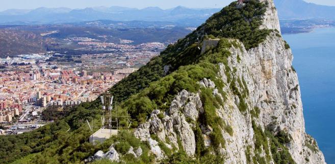 Gibraltar - widok na miasteczko La Linea w Hiszpanii