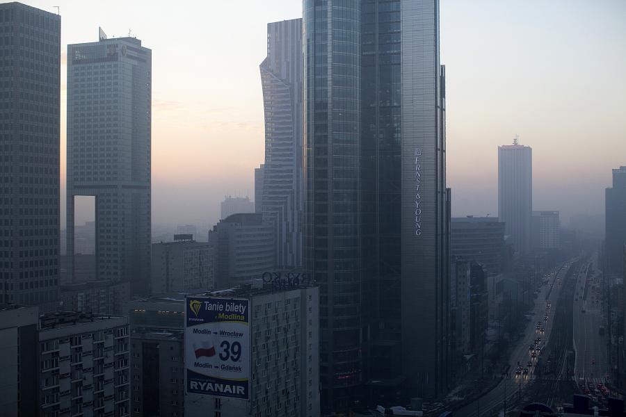 Warszawa, widok na siedzibę Ernst & Young