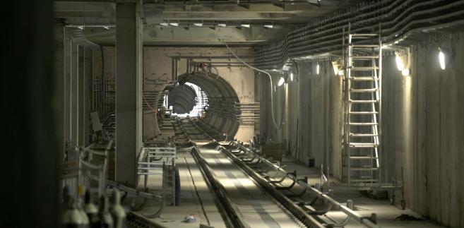 Budowa tunelu centralnego odcinka II linii metra w Warszawie w pobliżu stacji Rondo ONZ, 25.04.2014