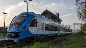 """Pociąg Newag Impuls """"36WEa-009"""". Autor zdjęcia: Patryk Farana. Licencja CC BY 3.0 na podstawie Wikimedia Commons"""