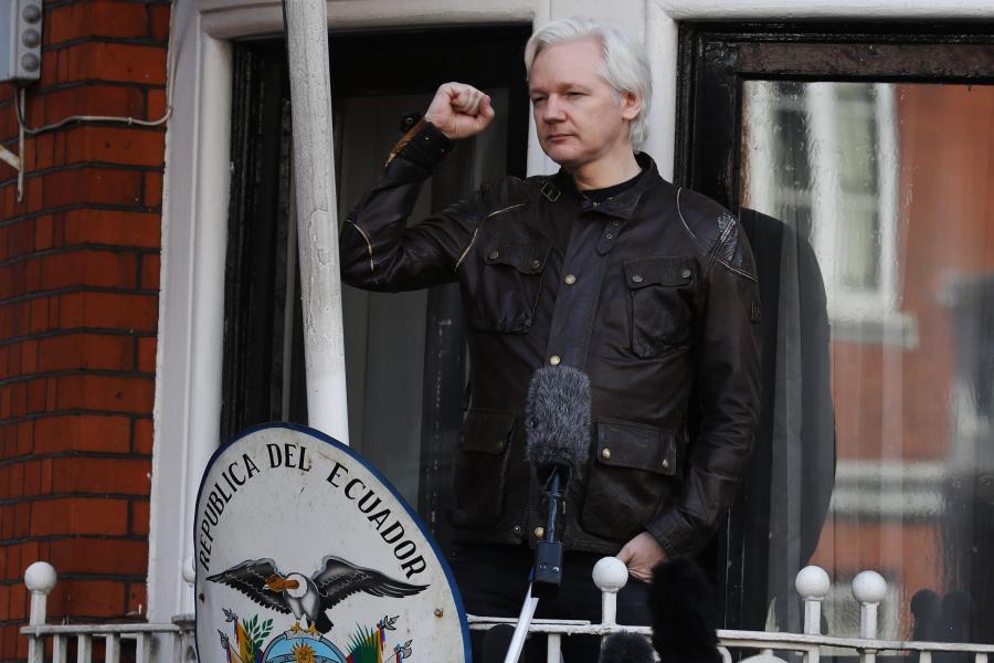 Julian Assange w ambasadzie Ekwadoru w Londynie