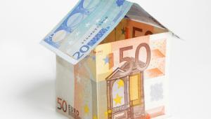 Domek z banknotów euro, fot. Suto Norbert Zsolt