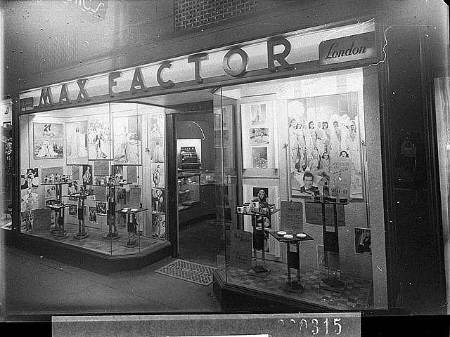 Fotografia sklepu Max Factor w Sydney z 1941 r., Fot. Sam Hood, źródło: State Library of New South Wales, Flickr