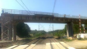 PKP inwestuje w nowe przejazdy kolejowe.