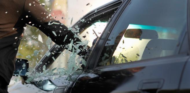 szyba, samochód, złodziej, ubezpieczenie